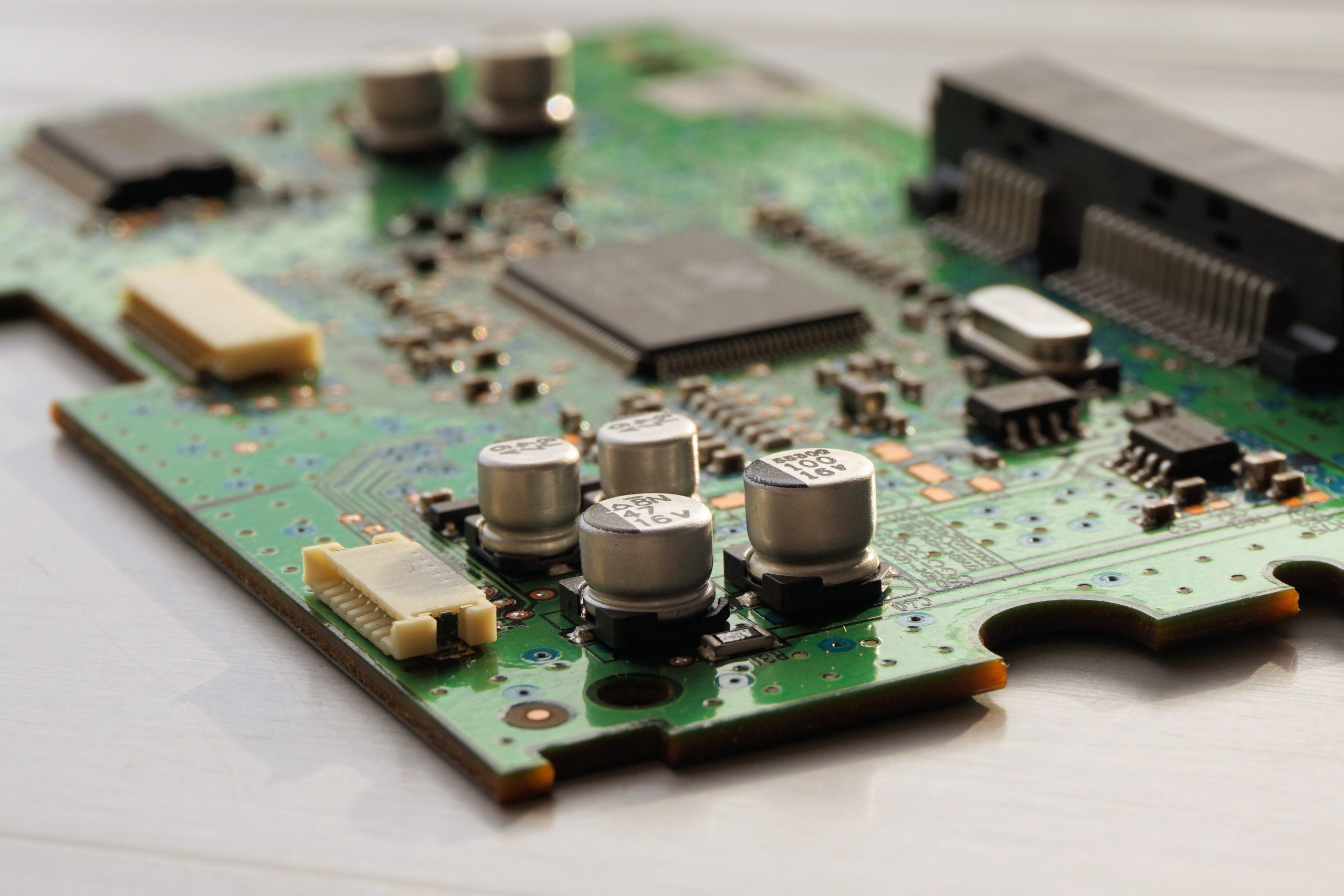 The Pros And Cons Of Using An Online Computer Repair Service